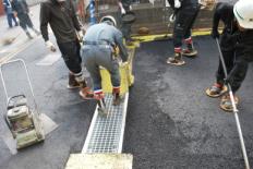 舗装用養生シート グレーチング施工例